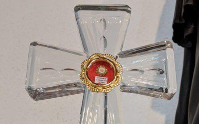Benção com relíquia na celebração do dia de S. Francisco Xavier