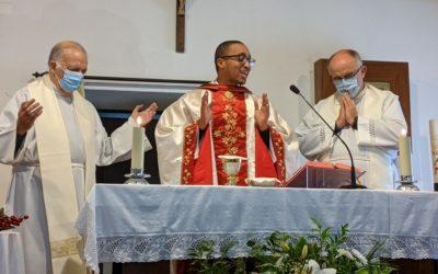 P. Cáudio Rodrigues celebrou, hoje, a sua Missa Nova na Paróquia de S. Francisco Xavier de Caparica